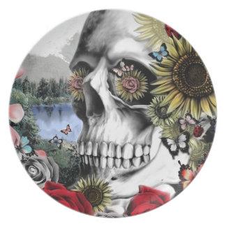 Ejemplo del cráneo del paisaje plato de cena