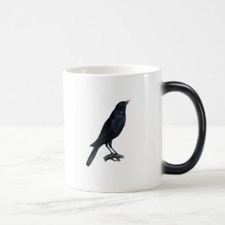 Ejemplo del cuervo del mirlo del vintage taza