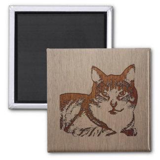 Ejemplo del gato grabado en el diseño de madera imán cuadrado