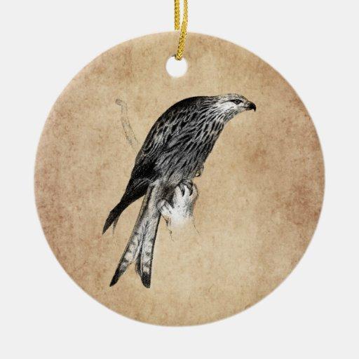 Ejemplo del halcón de la cometa del vintage - adorno redondo de cerámica