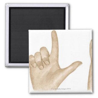 Ejemplo del lenguaje de signos usando los dedos y imán cuadrado