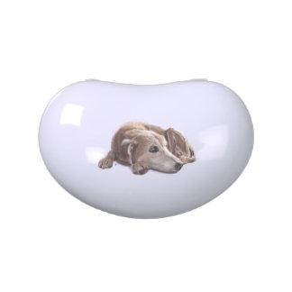 Ejemplo del perro que soña despierto latas de dulces