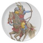 Ejemplo del samurai que celebra a caballo el arco plato de comida