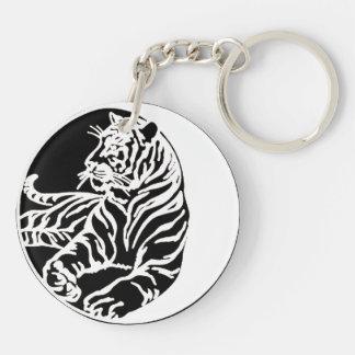 Ejemplo del tigre en negro llavero redondo acrílico a doble cara