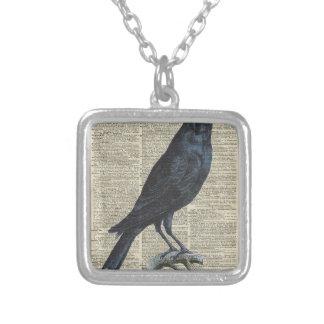 Ejemplo del vintage del cuervo en la página vieja colgante cuadrado
