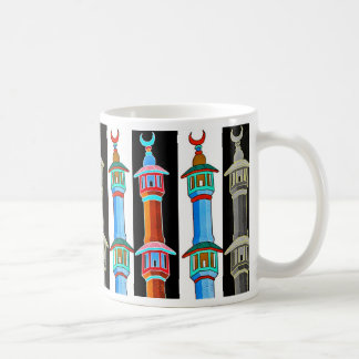 Ejemplo estilizado del alminar, multicolor taza básica blanca
