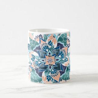 Ejemplo floral de la acuarela azul coralina taza clásica