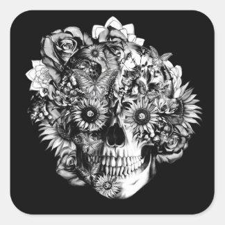 Ejemplo floral del cráneo del ohmio de la mariposa pegatina cuadrada