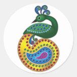 Ejemplo hermoso y colorido del pavo real pegatina redonda