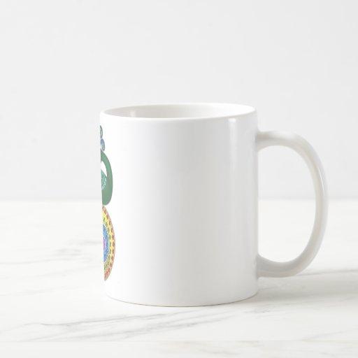 Ejemplo hermoso y colorido del pavo real taza