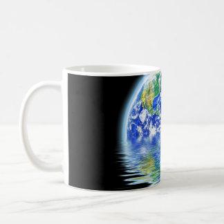 Ejemplo inundado de la tierra del calentamiento de taza básica blanca