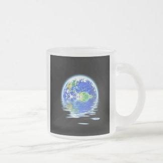 Ejemplo inundado de la tierra del calentamiento taza de cristal