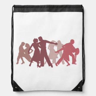 Ejemplo latino de los bailarines mochilas