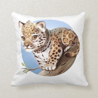 Ejemplo lindo de Jaguar Cub del bebé - almohada