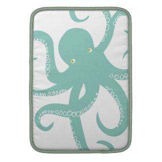 Ejemplo náutico de la criatura del pulpo del mar p fundas MacBook