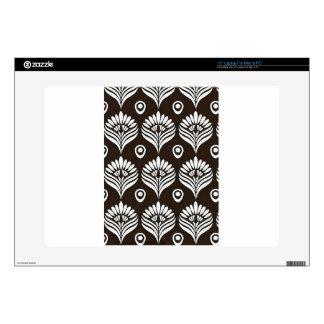 Ejemplo negro y blanco del diseño del pavo real skins para portátil