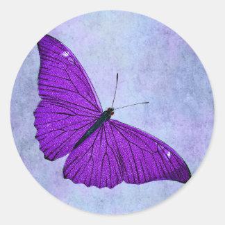 Ejemplo púrpura oscuro de la mariposa de los 1800s pegatina redonda