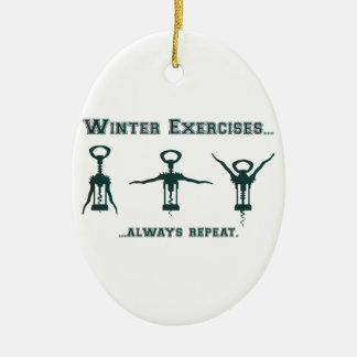 Ejercicios divertidos del invierno adorno navideño ovalado de cerámica