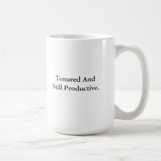Ejercido y aún productivo taza clásica