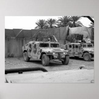 Ejército iraquí Humvee (M-1151) Póster
