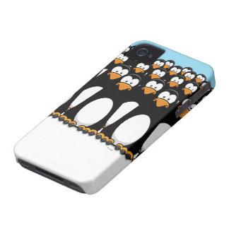 Ejército pensativo del pingüino Case-Mate iPhone 4 funda