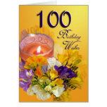 El 100o cumpleaños floral desea la tarjeta de cump