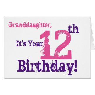 El 12mo cumpleaños de la nieta en la púrpura, tarjeta de felicitación
