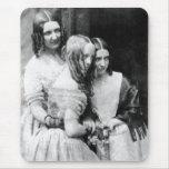 El ~ 1845 de Srtas. Binny y de Monroe Alfombrilla De Ratón