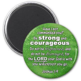 El 1:9 de Joshua sea verso fuerte y valeroso de la Imán Redondo 5 Cm
