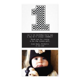 El 1r cumpleaños número 1 del bebé le agradece tarjeta fotográfica
