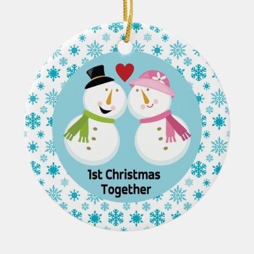 El 1r navidad del muñeco de nieve junto ama ornamento para reyes magos