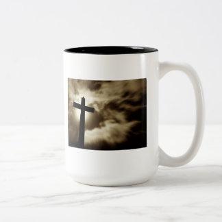 El 3:16 de Juan con la cruz dos entona la taza de