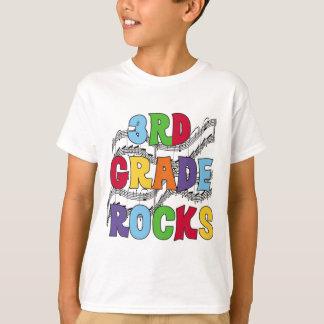 El 3ro grado multicolor oscila las camisetas y los playera