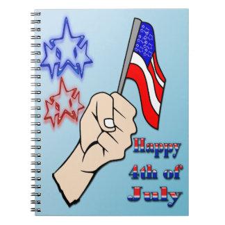 el 4 de julio - mano que sostiene el cuaderno de