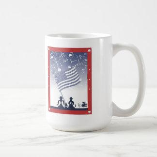 el 4 de julio persigue las tazas de café
