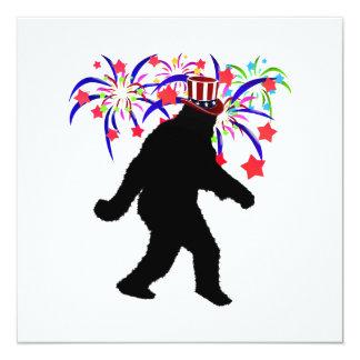 el 4 de julio Squatchin w/Fireworks Invitación 13,3 Cm X 13,3cm