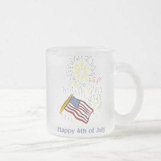 El 4to feliz de la celebración de días festivos de tazas