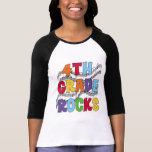 El 4to grado multicolor oscila las camisetas y los playera