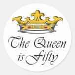 ¡el 50.o cumpleaños la reina es 50! pegatina redonda