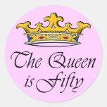 ¡el 50.o cumpleaños la reina es 50! etiquetas redondas