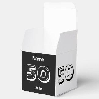 El 50.o favor personalizado del cumpleaños caja para regalo de boda