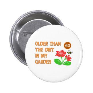 El 60.o cumpleaños del jardinero pin redondo de 2 pulgadas