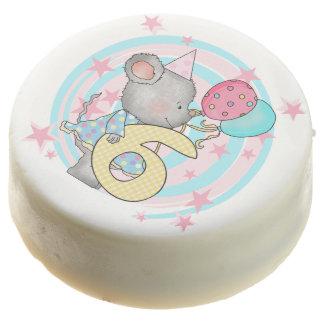 El 6to cumpleaños del pequeño ratón sumergió Oreos