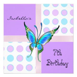 El 7mo cumpleaños de la invitación mancha el azul