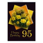 El 95.o cumpleaños de los narcisos desea la tarjet felicitaciones