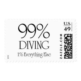 El 99% que se zambulle sello postal