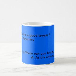 El abogado bromea taza