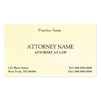 El abogado elegante limpia tarjetas de visita