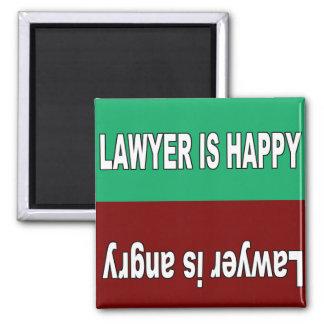 El abogado es imán feliz y enojado