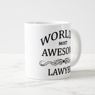 El abogado más impresionante del mundo taza extra grande